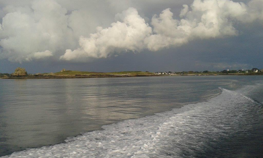 Après les pluies de la journée, mer plate et ciel dégagé!
