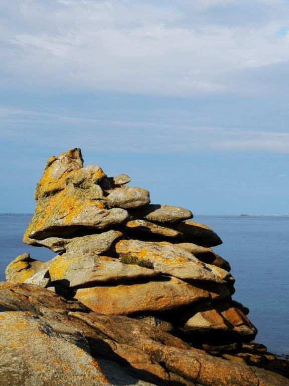 Entouré des ses rochers